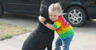 """4-latka pisze list do nieba, żeby upewnić się, jak miewa się jej pies - 3 dni później mama znajduje list od """"Boga"""""""