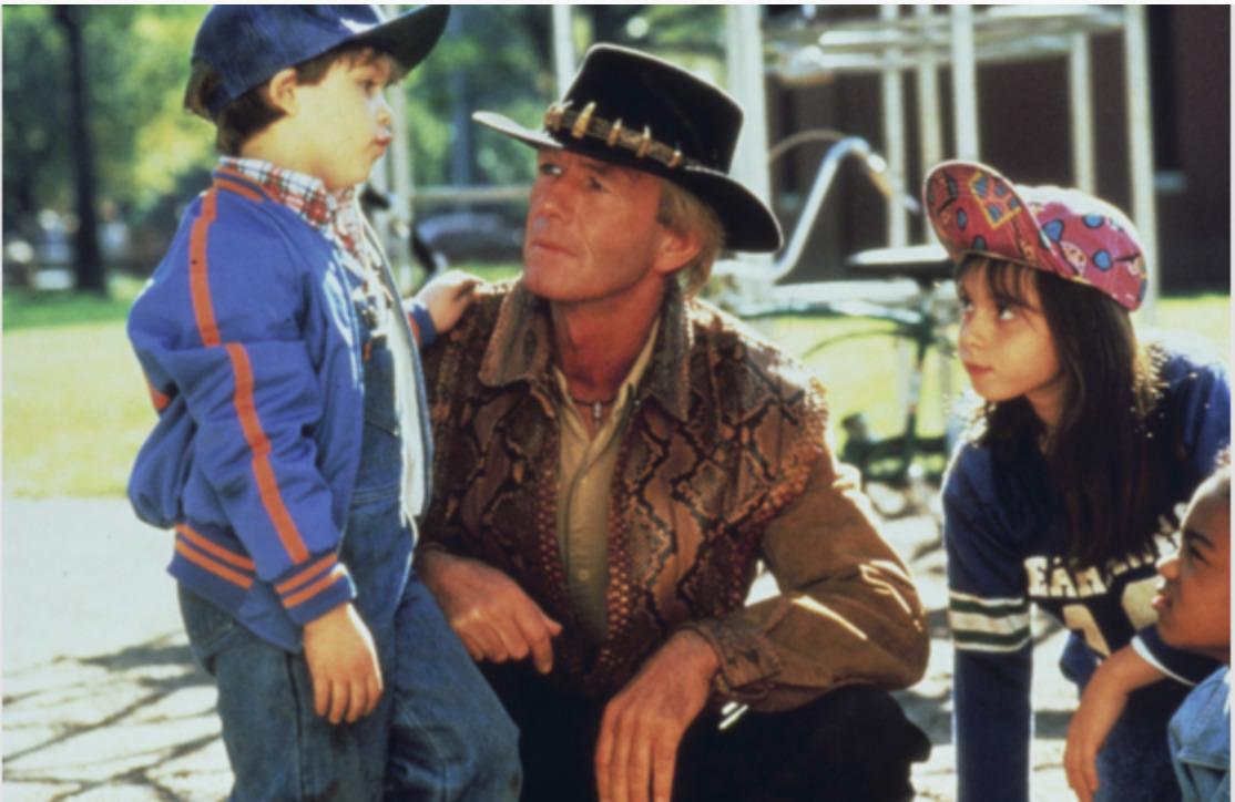 mężczyzna w kapeluszu i trójka dzieci