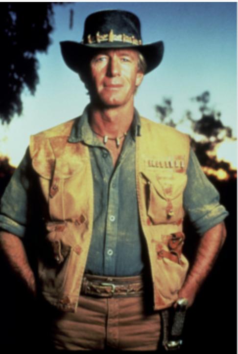 mężczyzna ubrany jak na safari