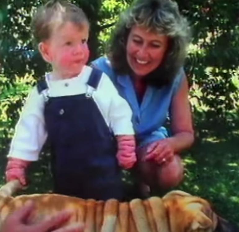 chłopiec, kobieta i pies