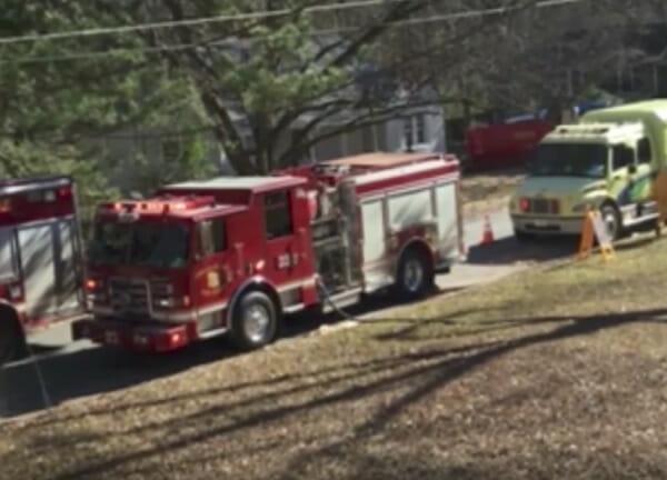 wóz strażacki na ulicy
