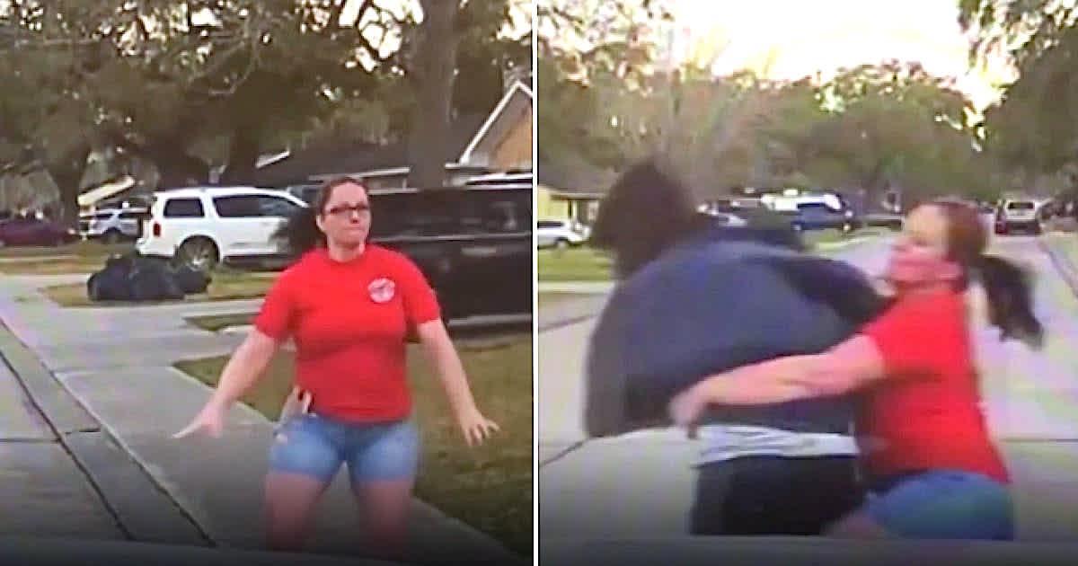 kobieta w czerwonej bluzce chwyta zakapturzoną postać