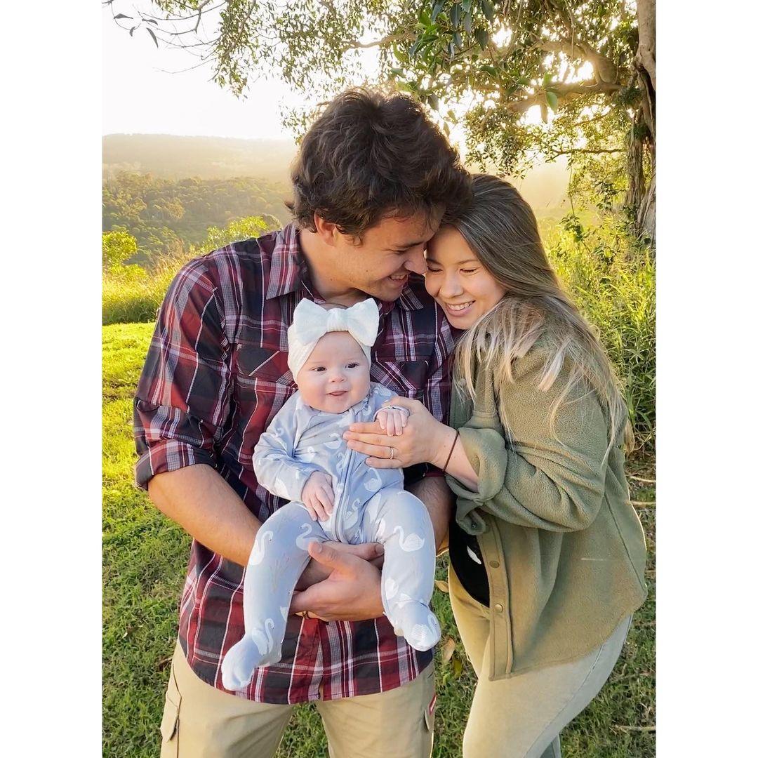 kobieta i mężczyzna z małym dzieckiem