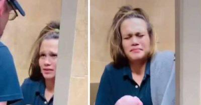 Kobieta ma atak ostrego bólu brzucha i pędzi do toalety na stacji benzynowej - zagląda między nogi i doznaje największego szoku w życiu
