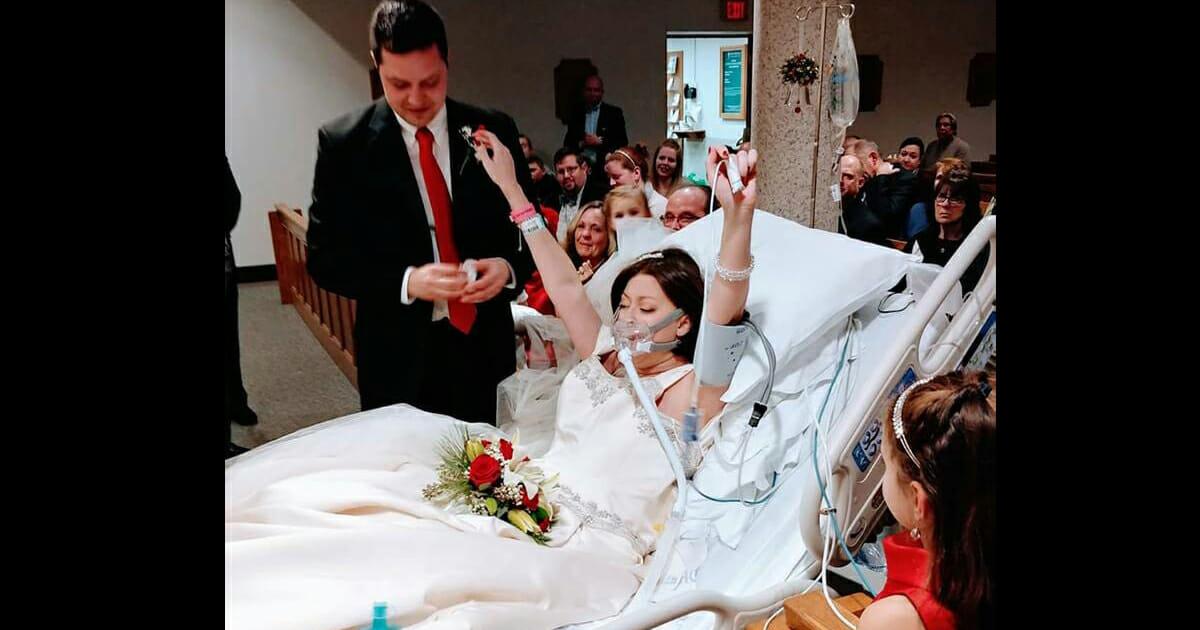 panna młoda w łóżku szpitalnym, pan młody i goście