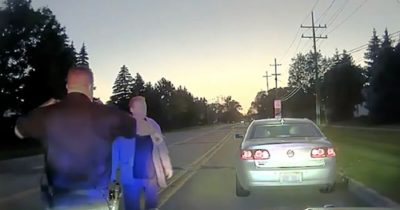 79-letniego mężczyznę zatrzymano za przekroczenie prędkości - gdy policja poznała powód, pojechała do jego domu i zapukała do drzwi