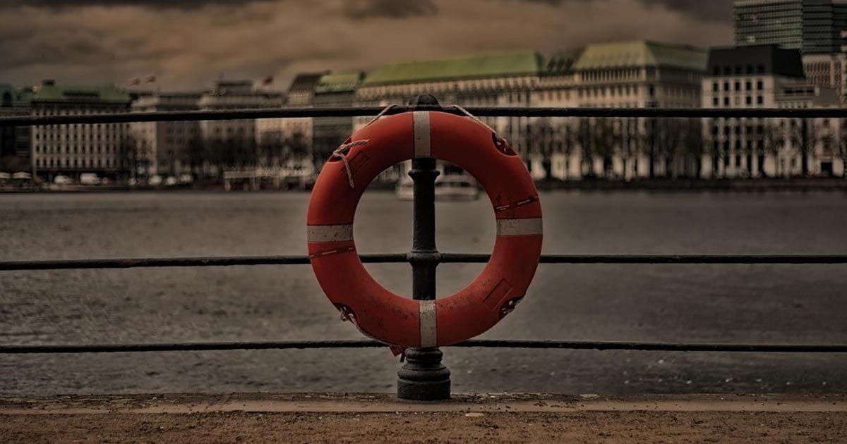 4-vuotias poika hukkuu uimahallissa — katso, mitä hänen äitinsä teki sillä aikaa