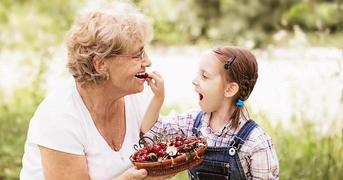 4-vuotias kertoo omin sanoin, millainen mummo on — suloinen kuvailu leviää ympäri maailmaa
