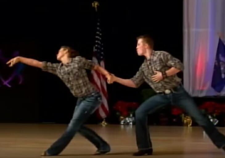 İki Kardeş Yaptıkları Dans Gösterisiyle Dünyayı Kendilerine Hayran Bıraktılar