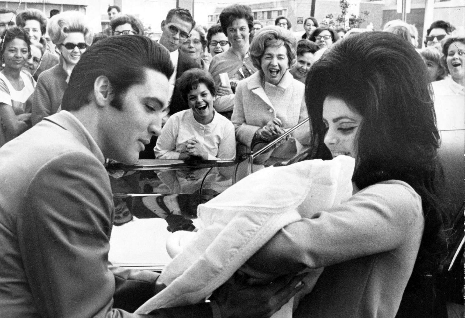 Elvis Enkel Ist Mittlerweile Erwachsen – Und Sieht Seinem Großvater