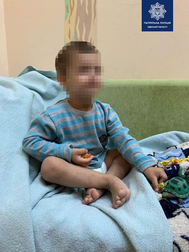 Mutter lässt Sohn (3) tagelang alleine in schmutziger Wohnung