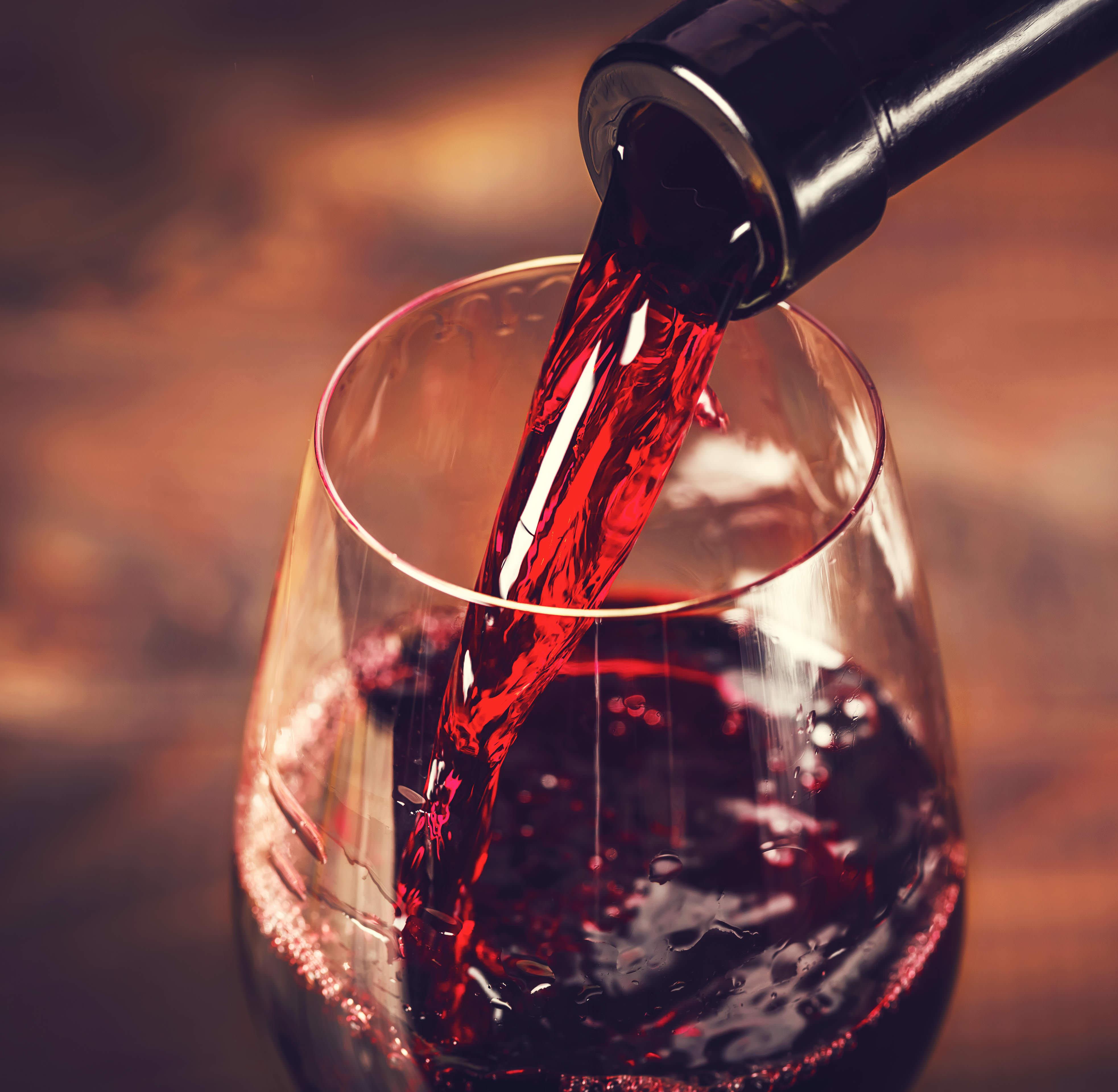 Des études le prouvent : le vin rouge et le chocolat réduisent l'apparition de rides
