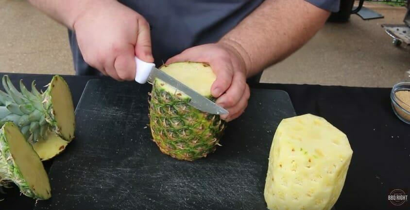 Marinez un ananas dans du whisky aromatisé à la cannelle et
